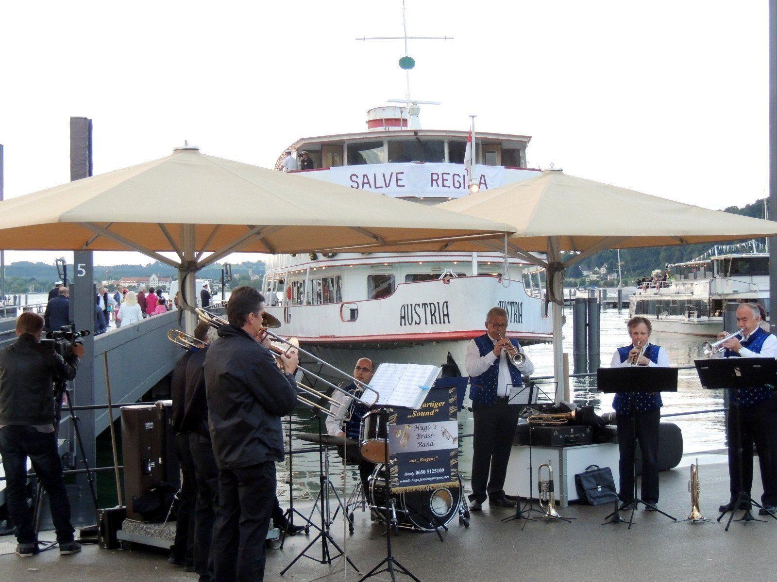 Hugo´s Brass Band empfing die Prozessionsbesucher mit einstimmenden Klängen
