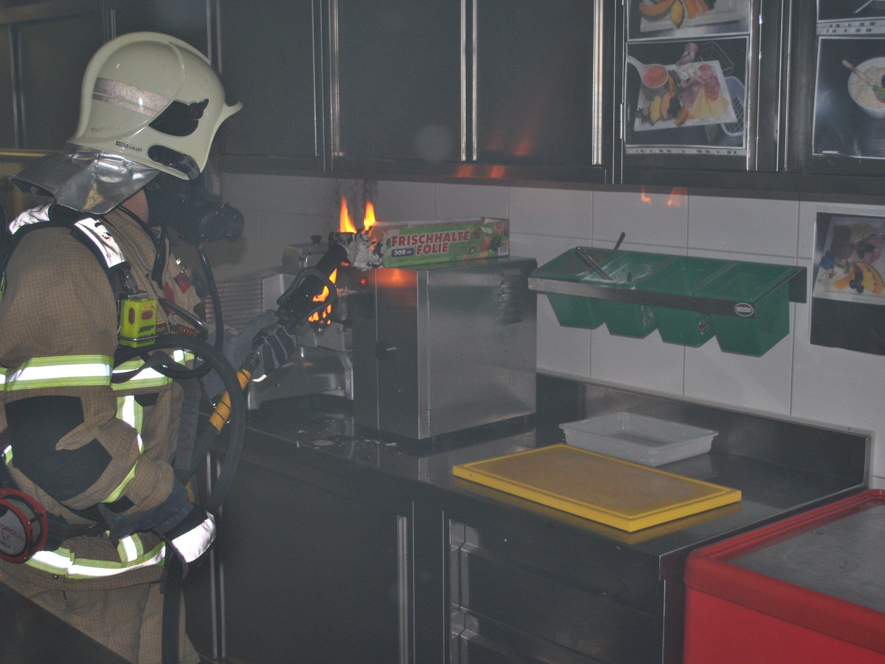 Das Feuer war rasch gelöscht, der Sachschaden hält sich in Grenzen.