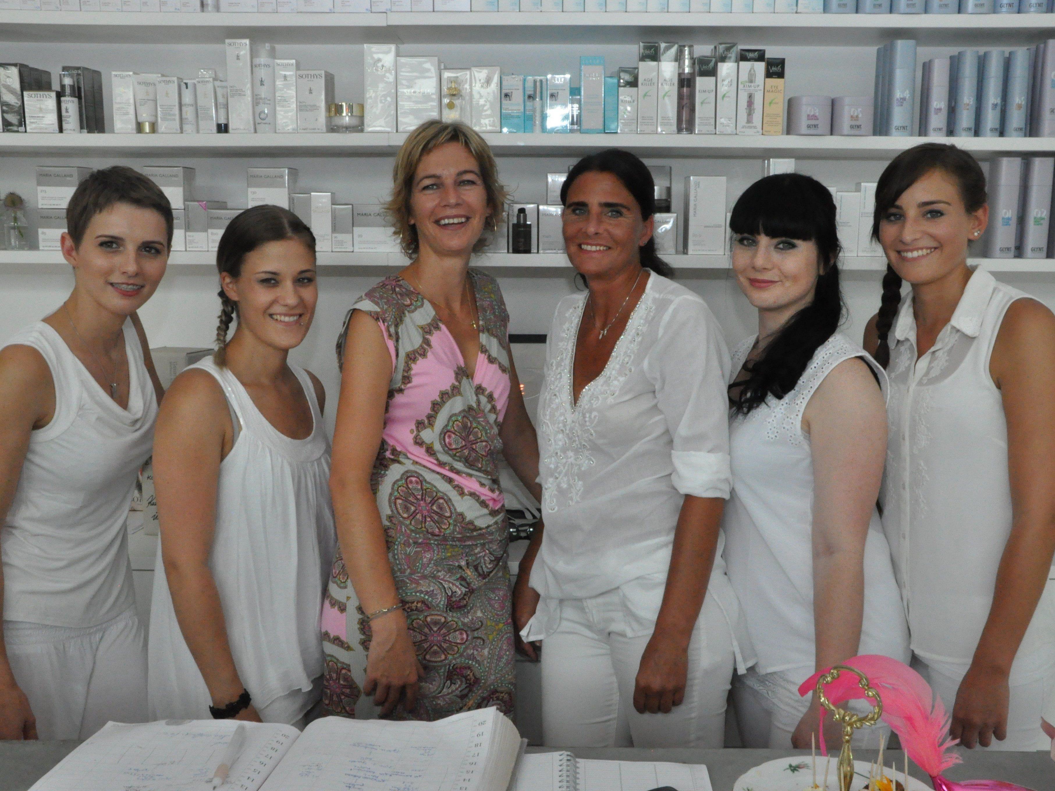 Das Team von Britta Reith Kosmetik freut sich auf ihren Besuch im neu eröffneten Kosmetikstudio.