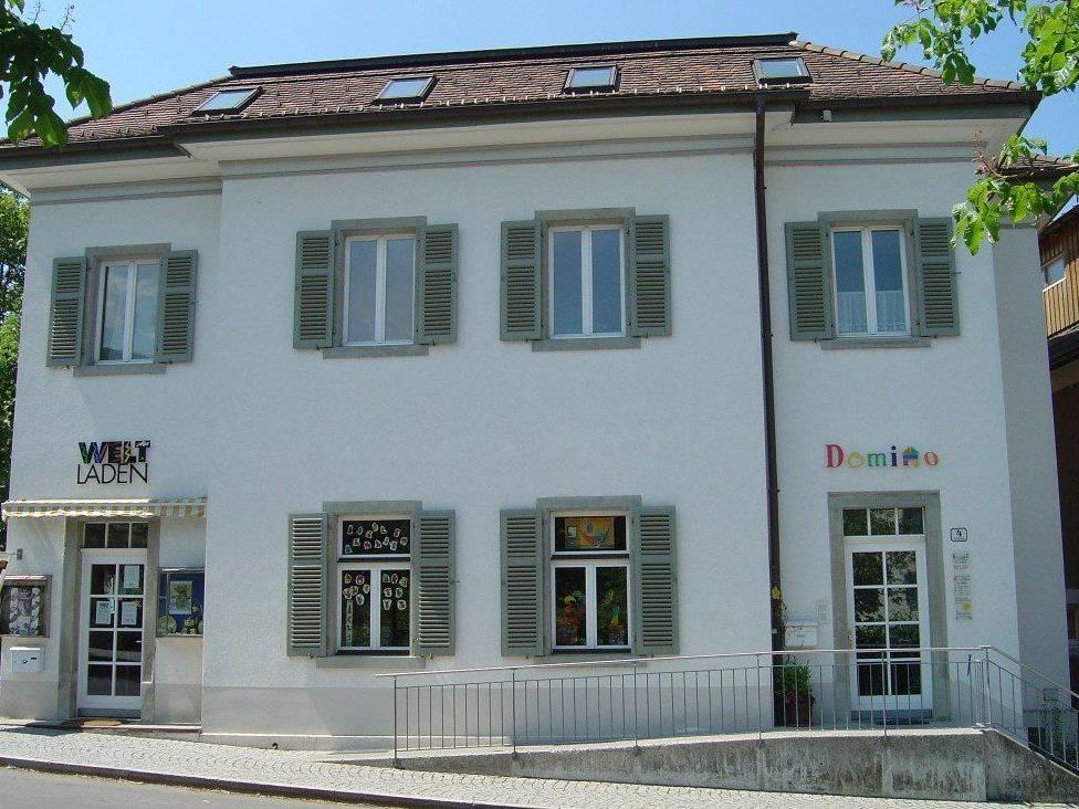Domino s' Hus am Kirchplatz.