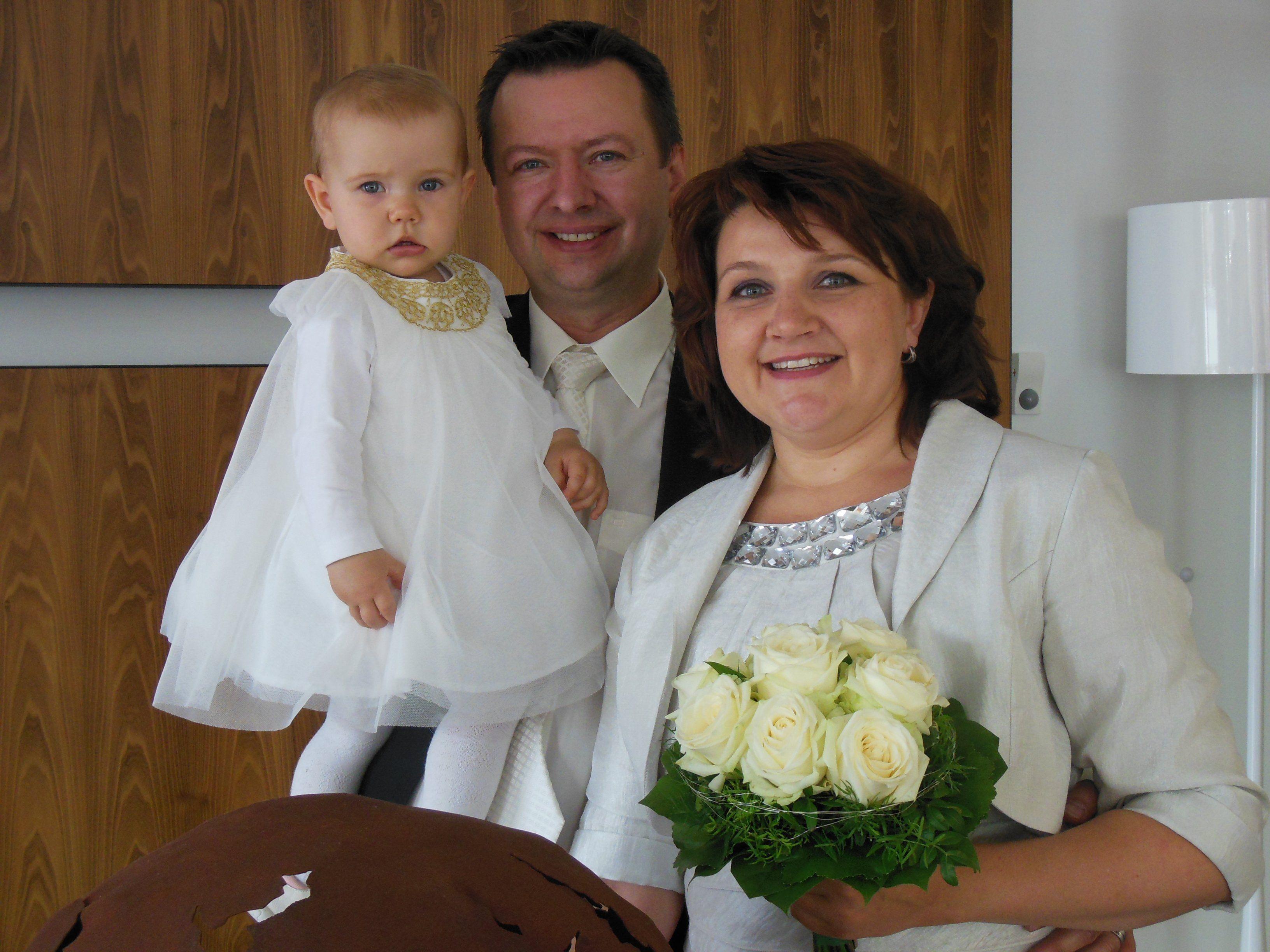 Das glückliche Paar mit Tochter Emilia.