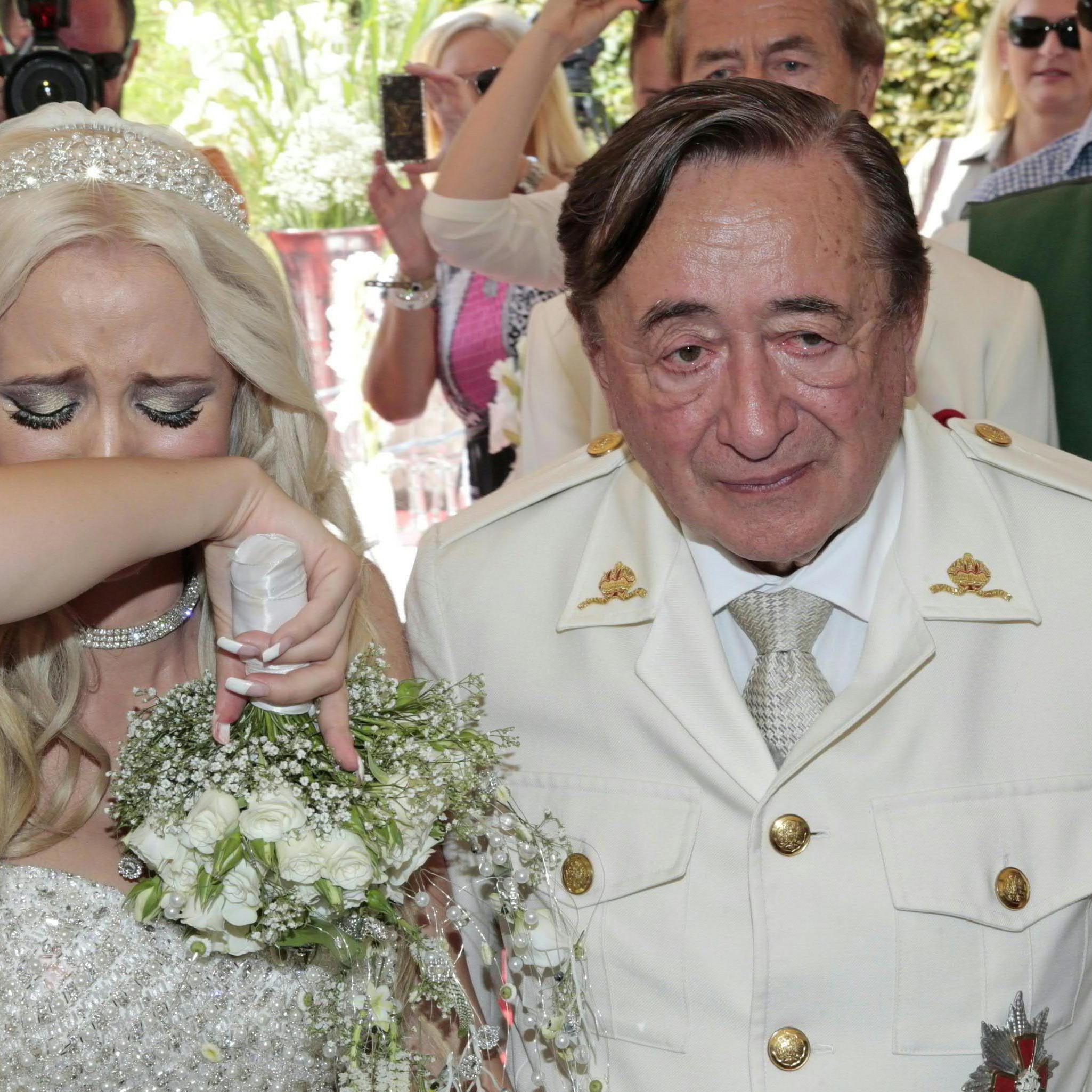 Attacke auf Lugners Hochzeitstorte beim Probeessen