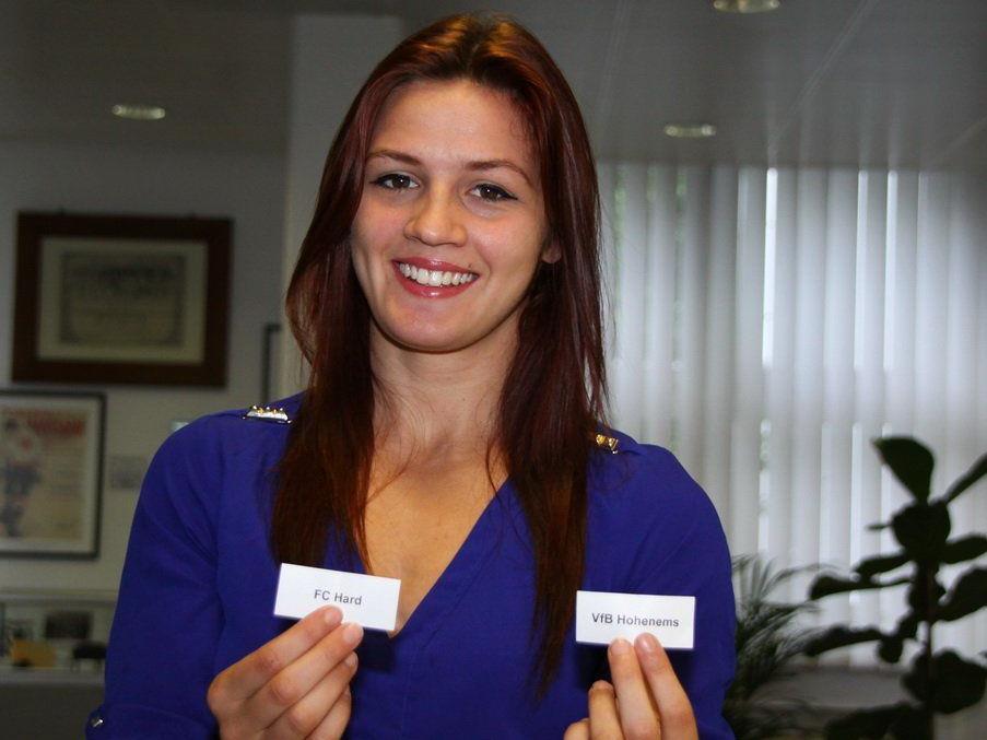 Glücksfee Desiree Klinger bewies bei der Auslosung ein glückliches Händchen.