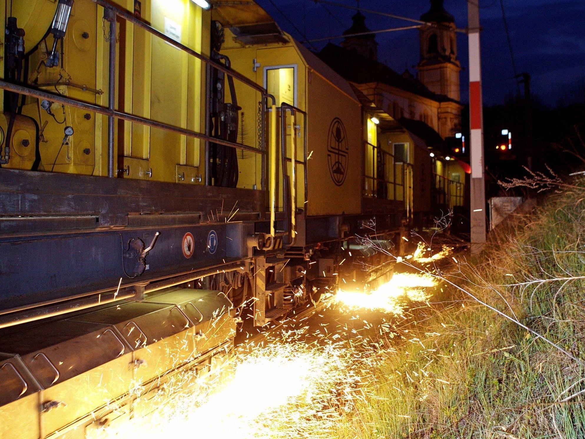 Von 5. bis 14. August ist der Schienenschleifzug in Vorarlberg hauptsächlich während der Nachtstunden unterwegs.