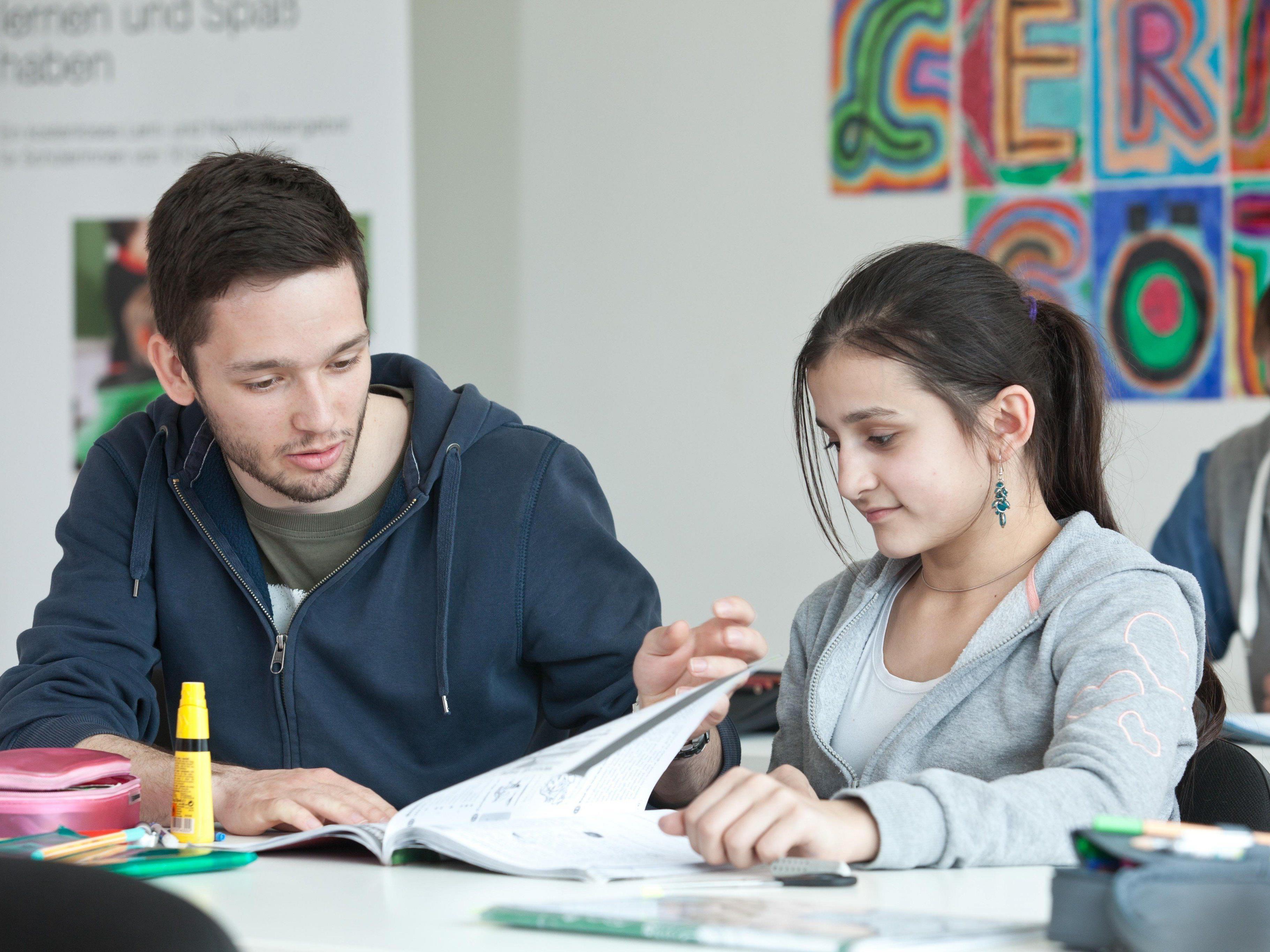 Gerade zum Schulstart sind Familien sehr gefordert. Regelmäßig steigen die Anfragen an die Caritas Vorarlberg zu Schulbeginn.
