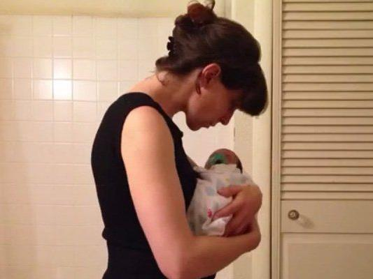 Eine junge Mutter hat ihre Schwangerschaft in nur vier Sekunden zusammengefasst.