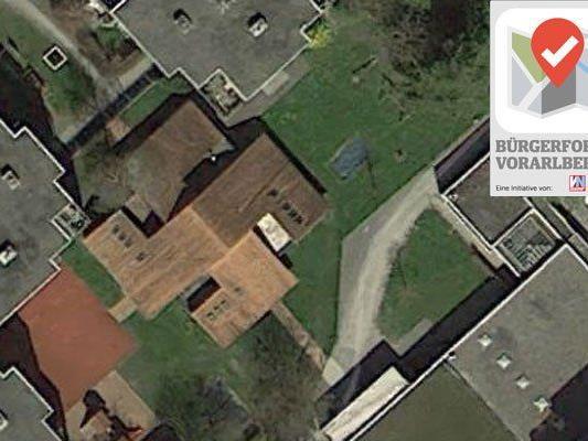 Der Eindruck eines Hakenkreuzes hat man nur auf dem Luftbild.