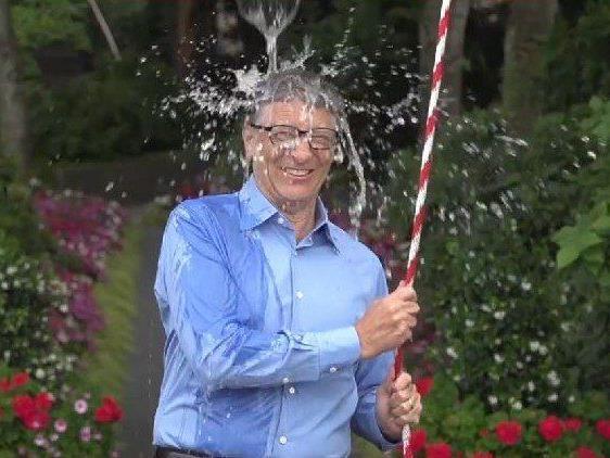 Auch Bill Gates akzeptierte die Challenge.