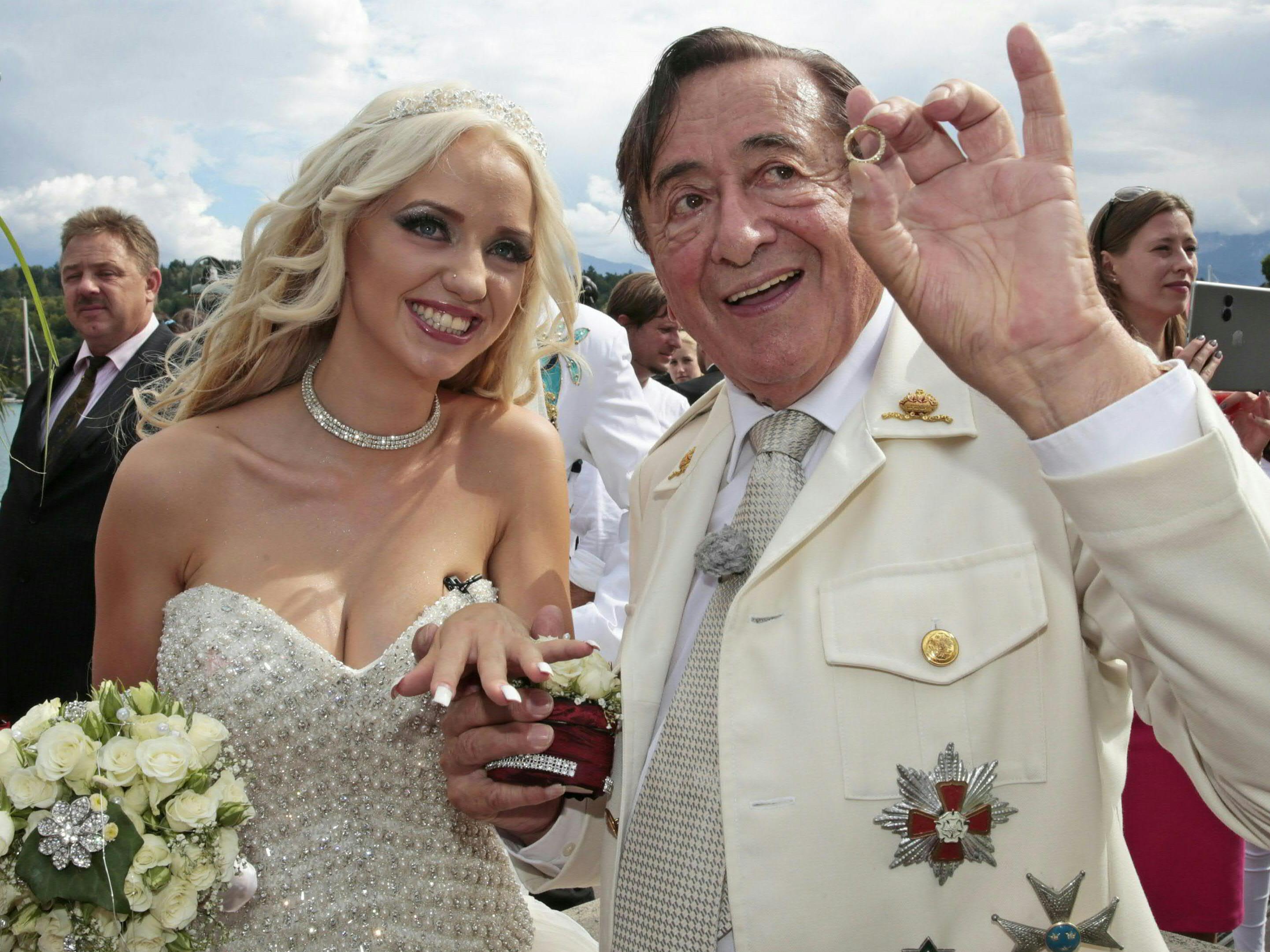 Richard Lugner und Cathy Schmitz haben sich verlobt.