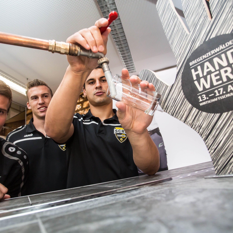 Jan Zwischenbrugger, Lukas Jäger und Martin Kobras zeigen ihre handwerklichen Fähigkeiten.