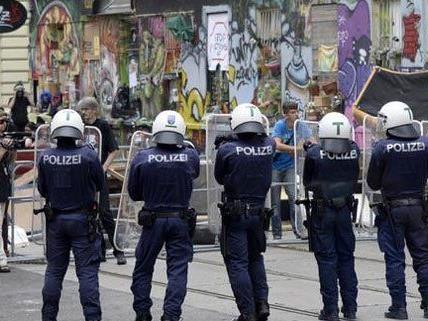 """""""Pizzeria Anarchia"""" - Personalvertreter mit Eisernem Kreuz sorgt für Aufregung"""