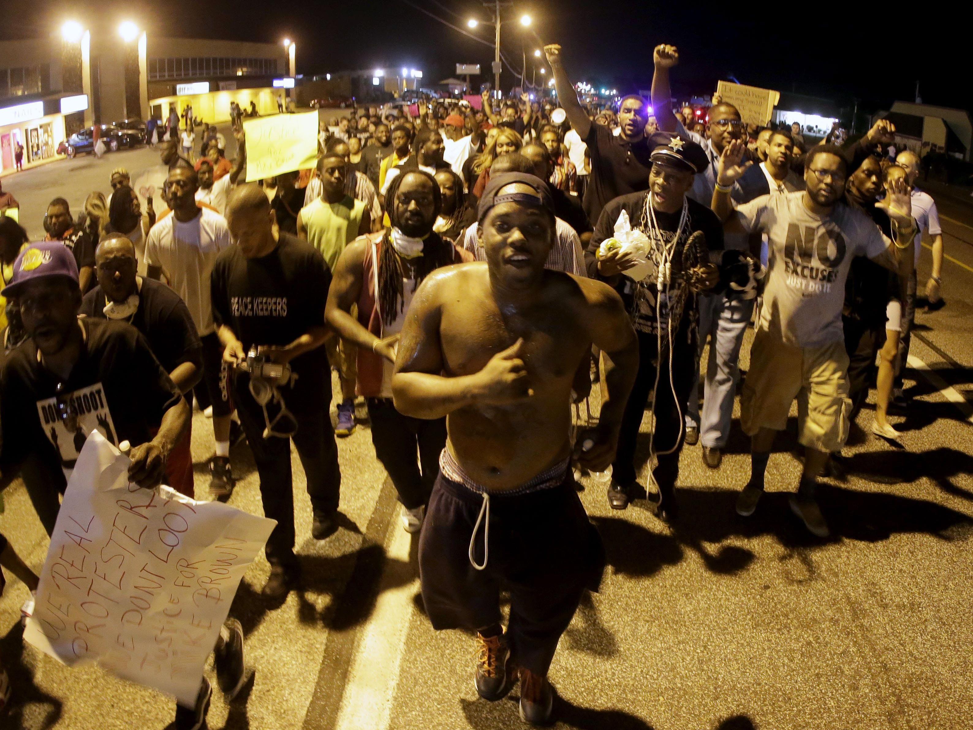 Auch nach über einer Woche halten die Proteste in Ferguson weiter an.