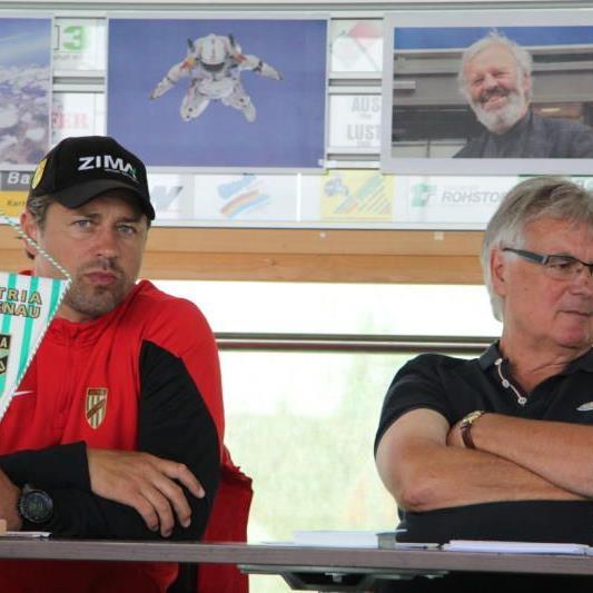 Präsident Hubert Nagel, hat Trainer Helgi Kolviðsson die Route ins Fenster stellt