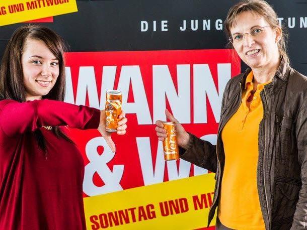 Während Elena (links) dem Produkt eine klare Absage erteilt, ist Ilse (rechts) begeistert von dem als Nahrungsergänzungsmittel verkauften Drink.