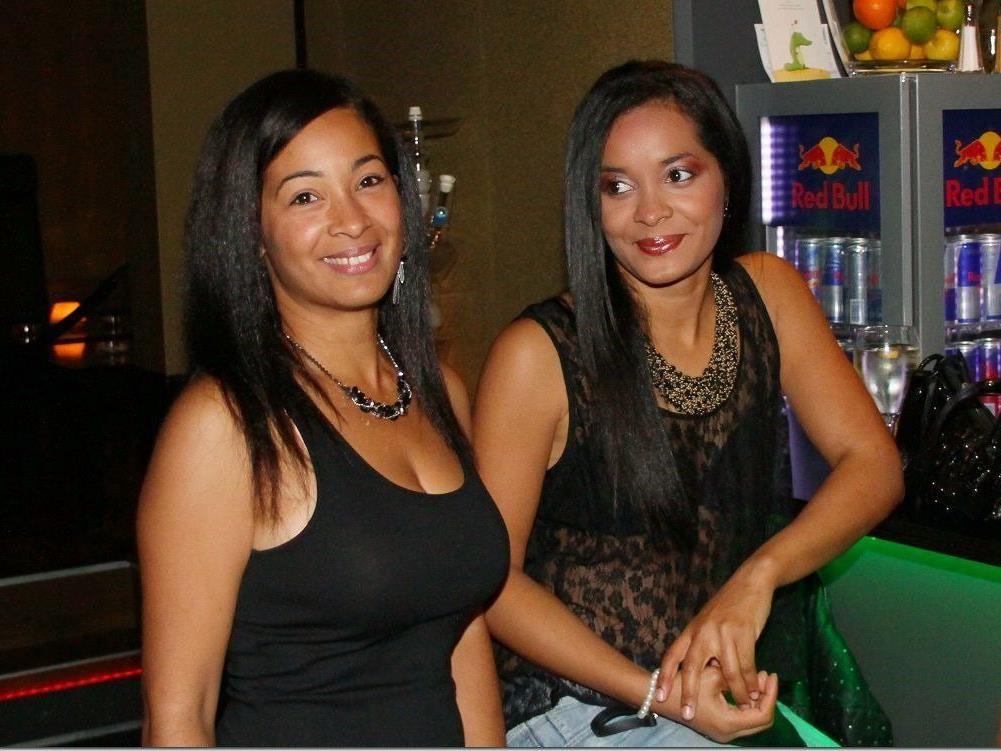 Charmante Frauen waren bei der Latino Night im Club Feass natürlich mit dabei.
