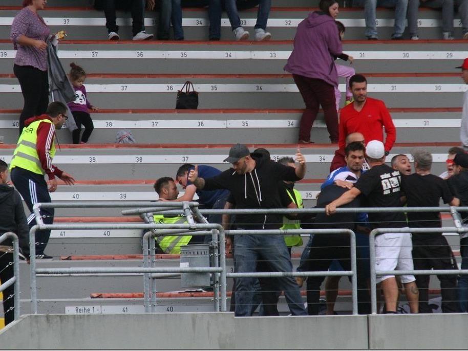 Bregenz-Anhänger sorgen für unschöne Szenen im Herrenried-Stadion in Hohenems.