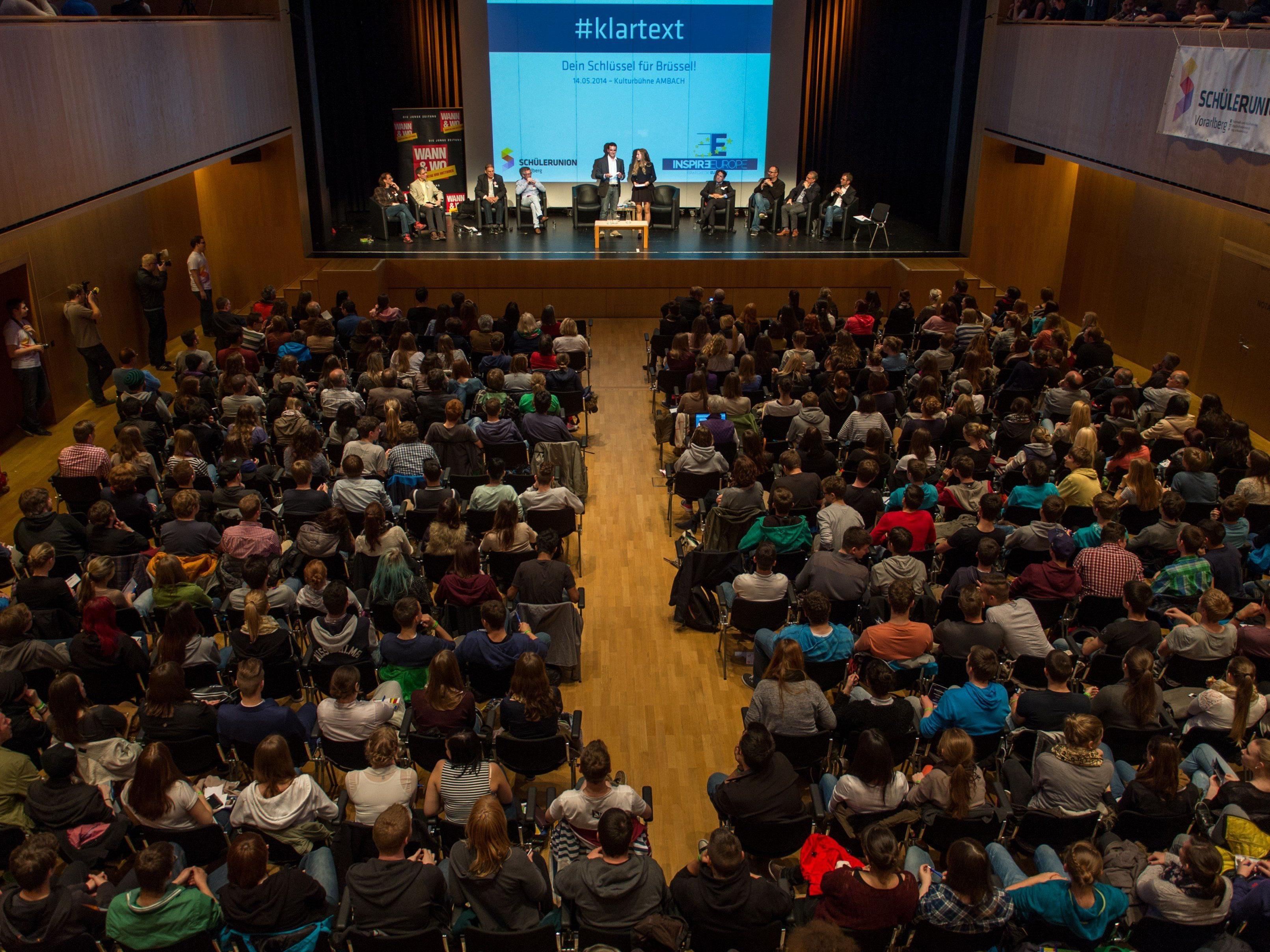 Die Schülerunion organisiert eine Podiumsdiskussion mit den Spitzenkandidaten.
