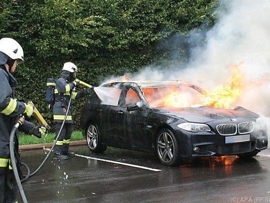 Gasflaschen explodierten in neuem BMW