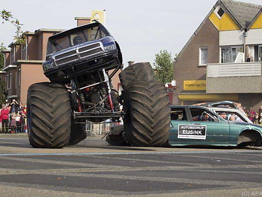 Monster-Truck raste ins Publikum