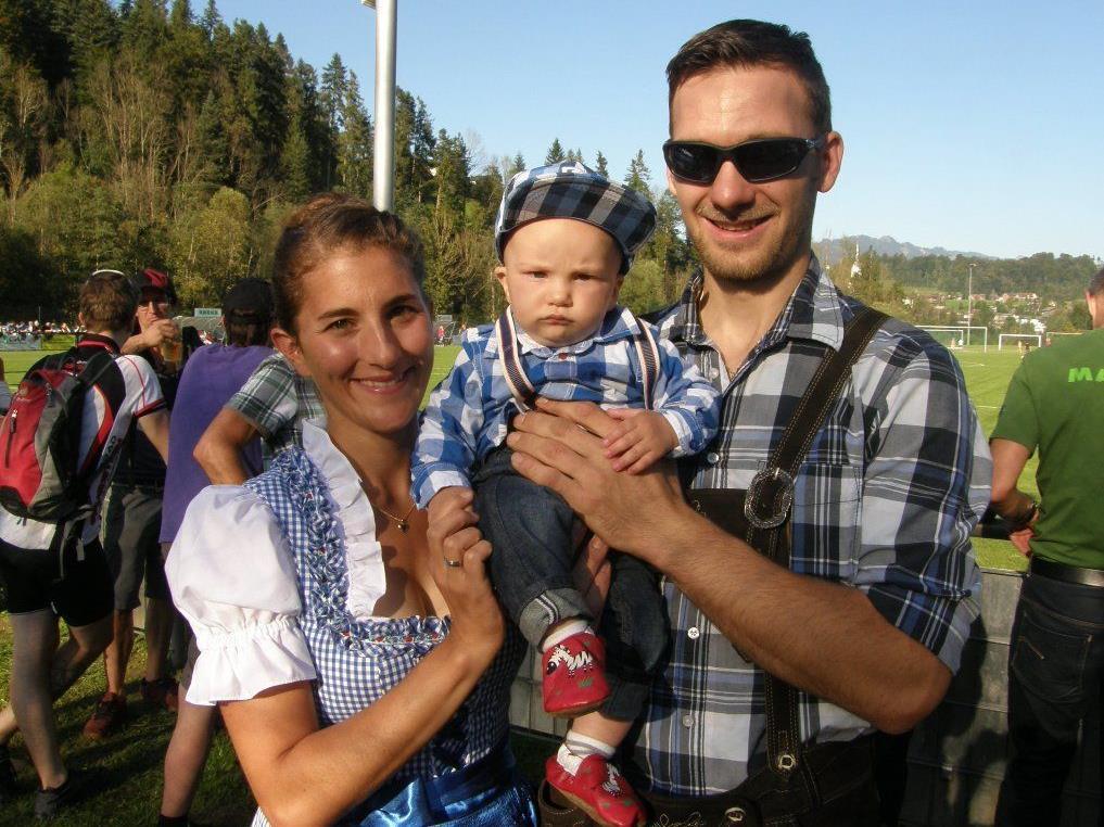 Eishockeylegende Gabriel Pohl mit Familie.