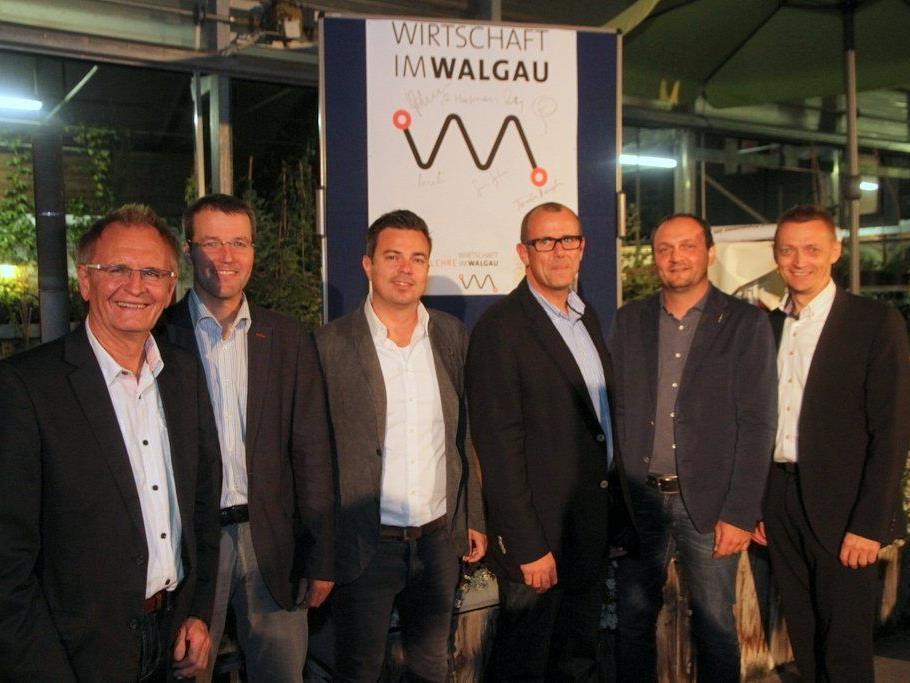 Gründungsmitglieder der neuen Wirtschaft im Walgau gem. GmbH: v.l. Hanspeter Feuerstein, Rainer Hartmann, Sandro Preite, Walter Gohm, Alexander Krista und Georg Geutze