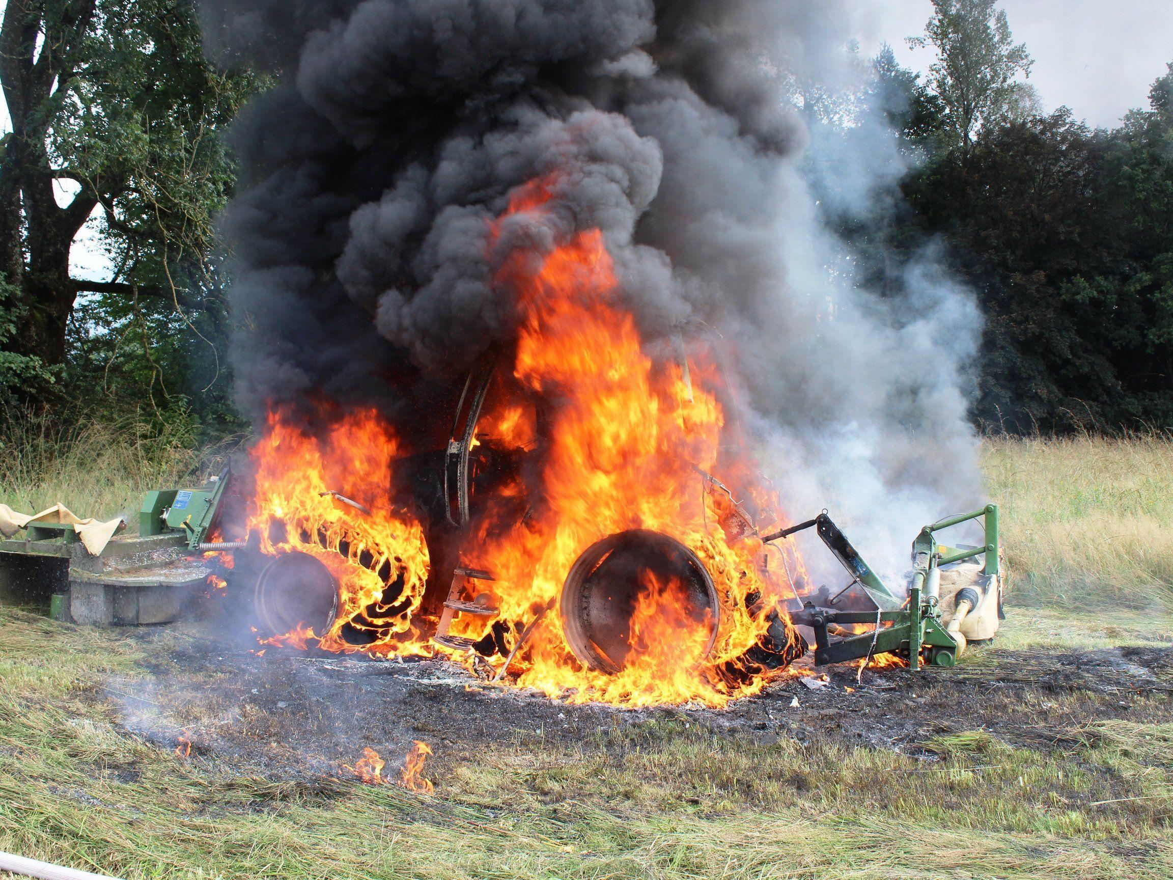 Der Landwirt konnte den Brand nicht mehr selbst löschen.