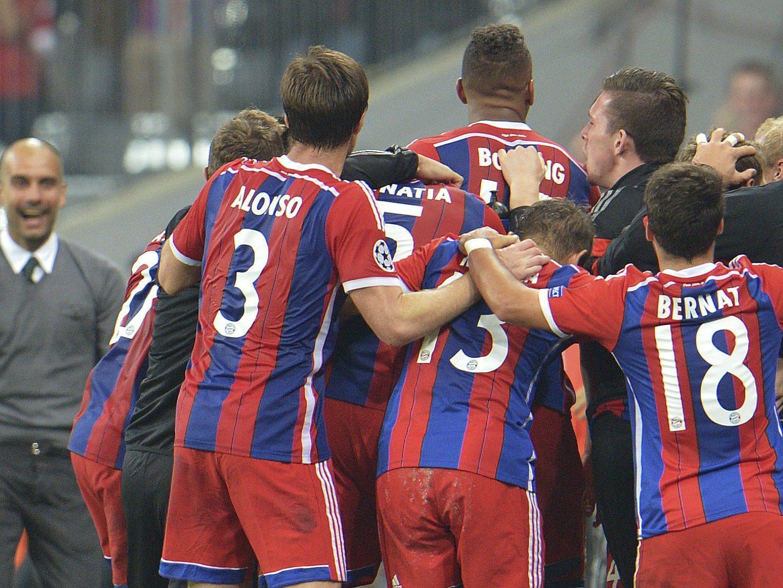 Bayern bejubelt den Last-Minute-Treffer durch Jerome Boateng.