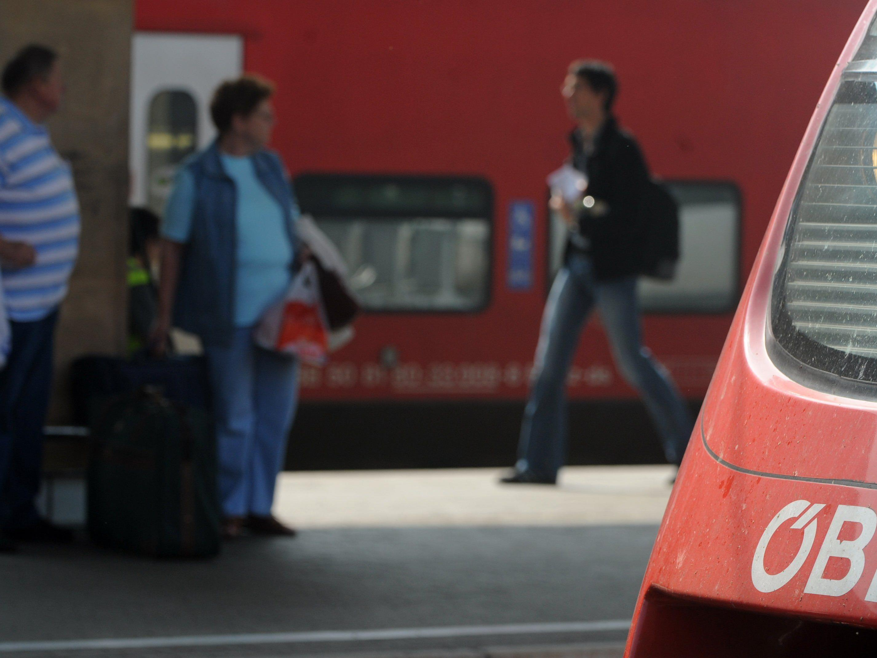 Bahnreisende müssen wegen Bauarbeiten mit Verspätungen rechnen.