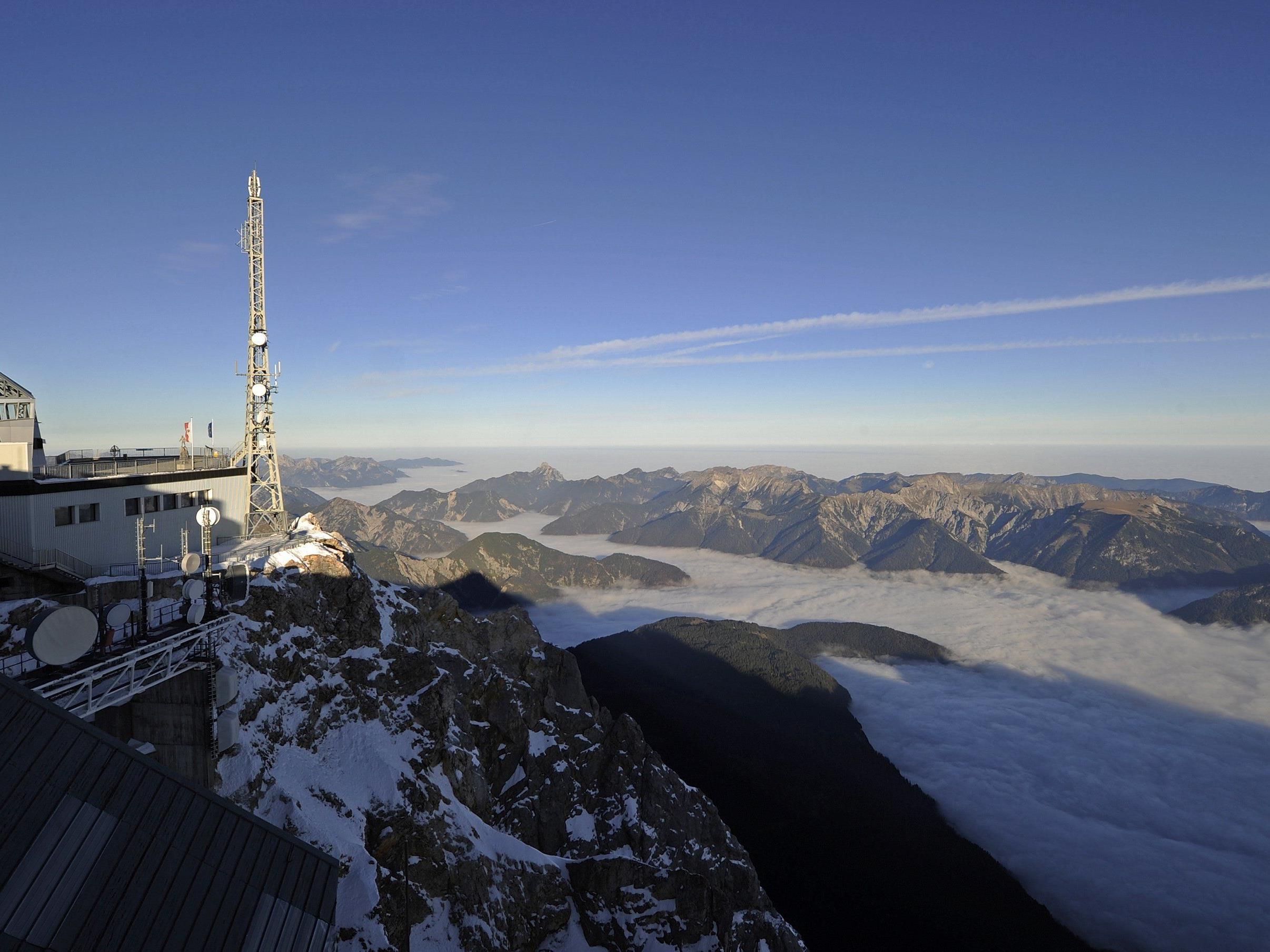 Blick von der Zugspitze auf das Ammergebirge