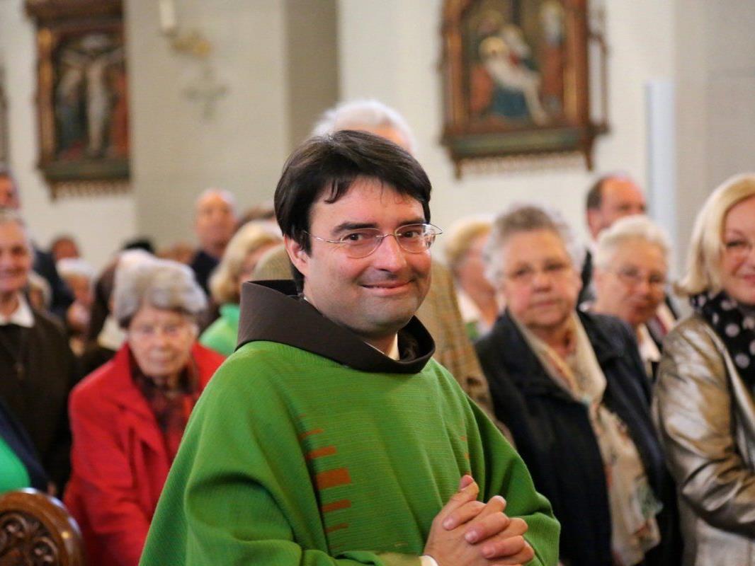 Pater Mag. Gottfried Wegleitner wurde von der Pfarrgemeinde herzlich aufgenommen.