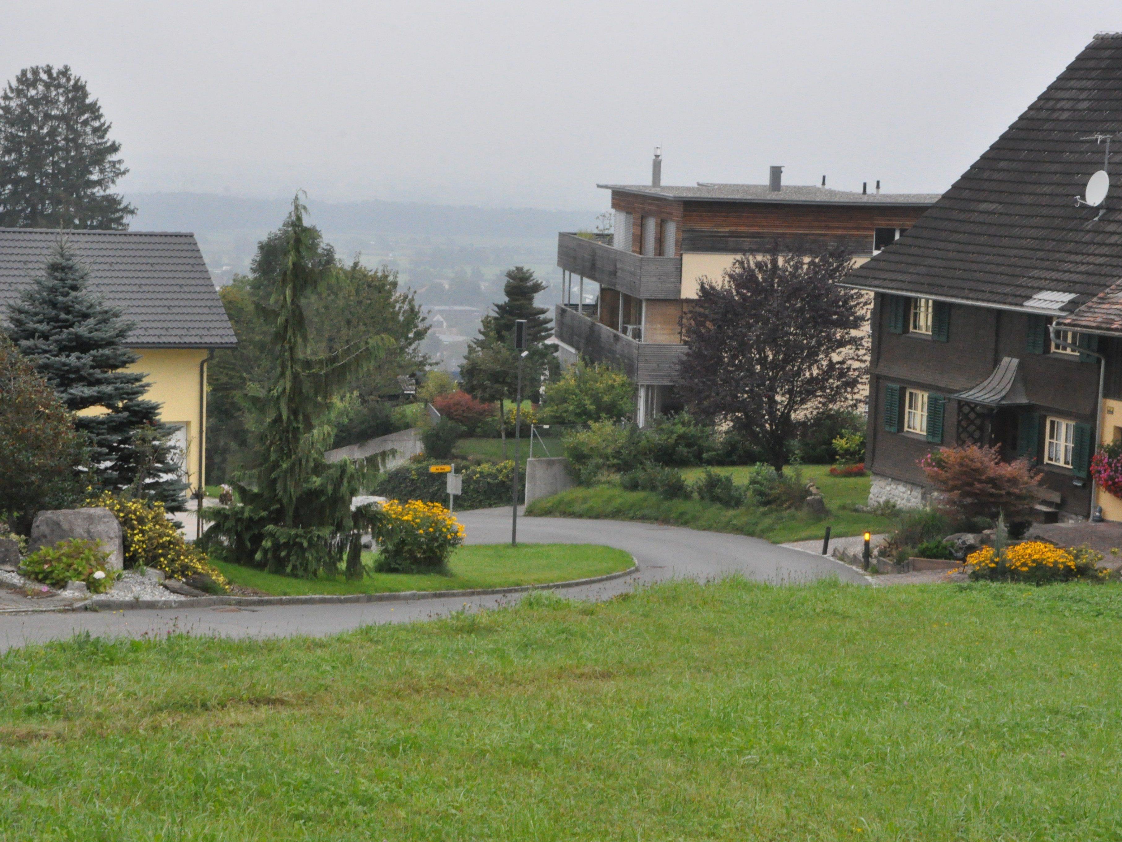 Die Bergstraße wird oft auch für den Ausweichverkehr genutzt, was die Situation verschärft.