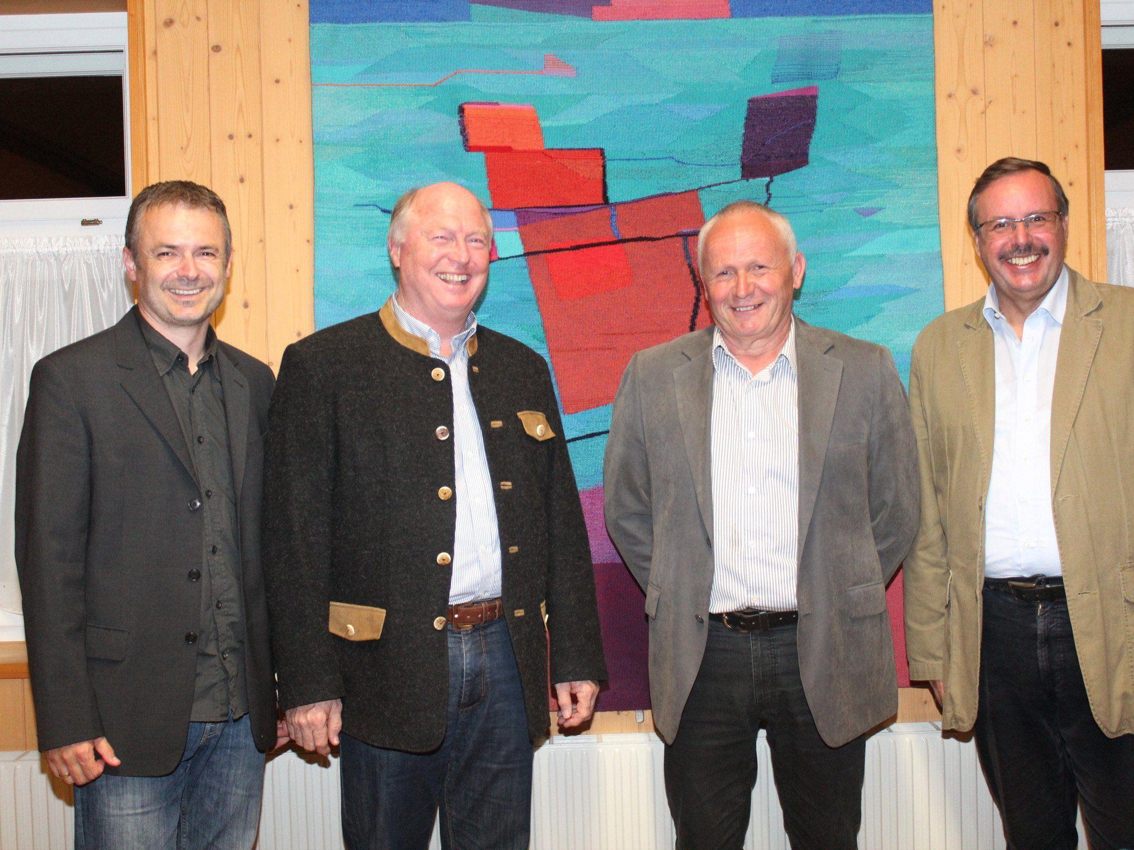 Vizebgm. Walter Moosbrugger, Alt-Bgm. Egon Troy, Bgm. Roman Immler und GR Dietmar Schratzer.