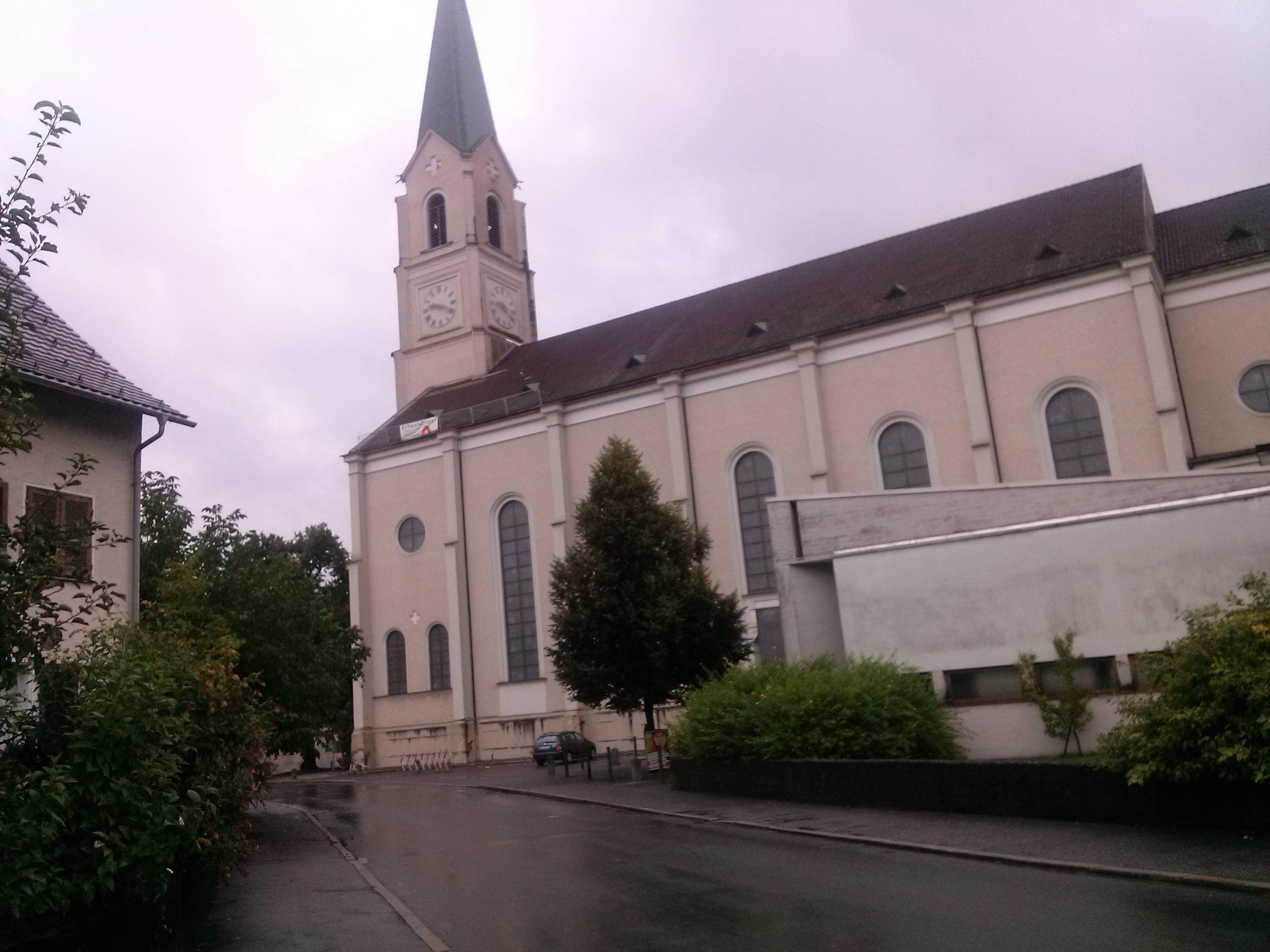 Das Dach der Pfarrkirche Hatlerdorf wurde saniert.