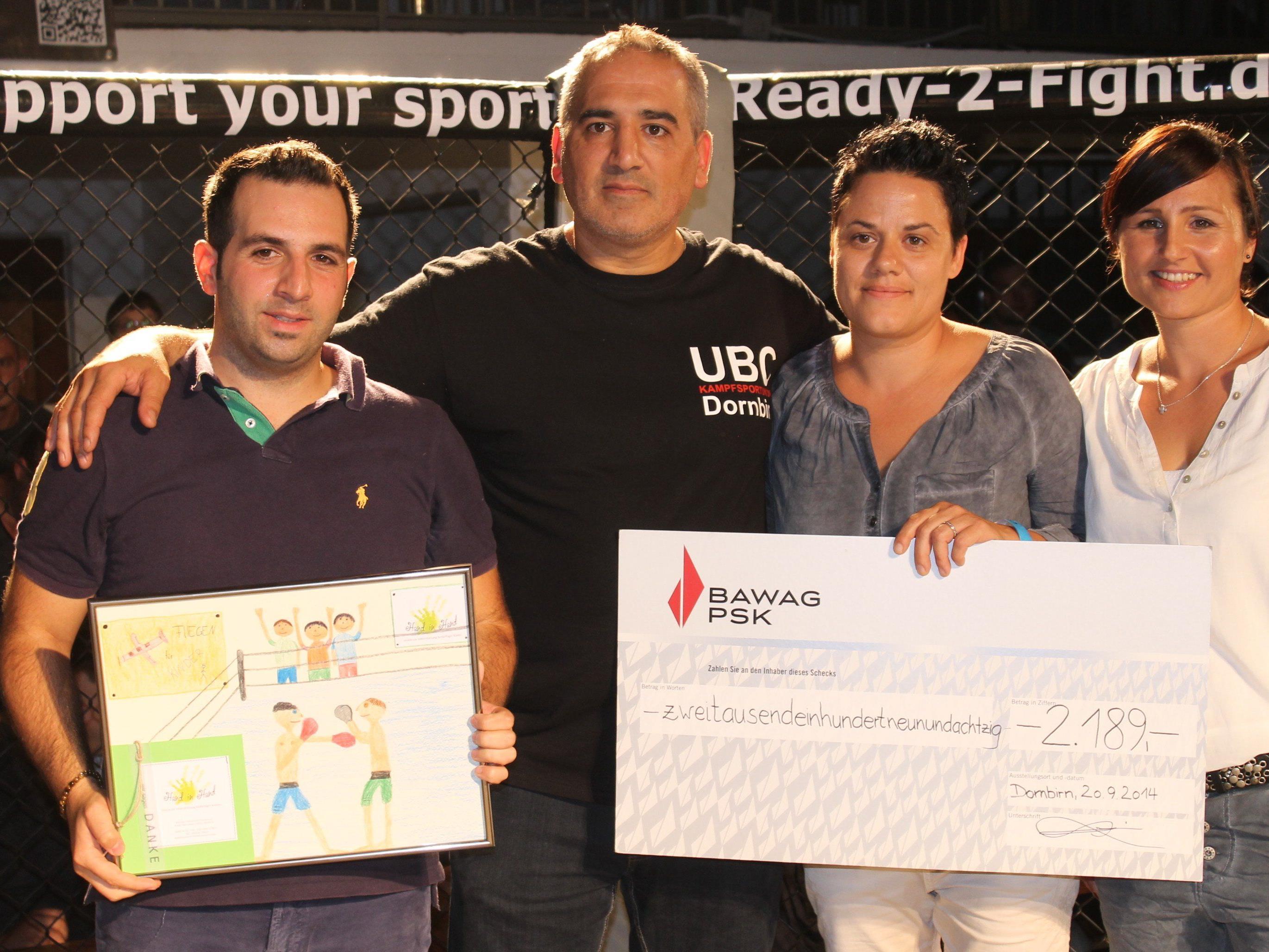 Organisator Selahattin Kilic, Coach Fahrettin Öztürk von der Kampfsportunion Dornbirn, Katja & Christiane Hammerer von Hand in Hand freuen sich über den tollen Erfolg der Charity-Fight-Night Nummer 2.