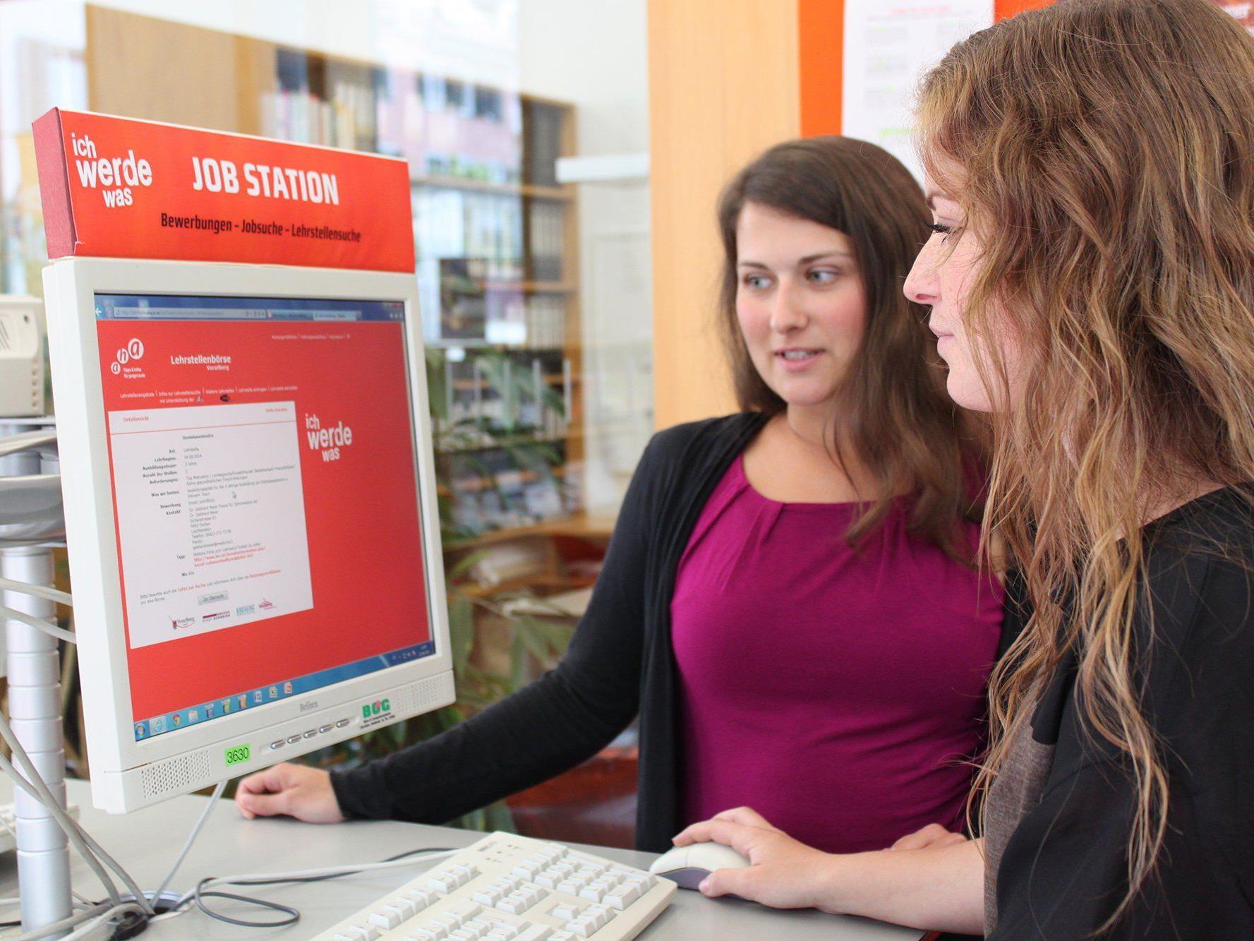 Über 1.000 Jugendliche fanden 2014 über die aha-Onlinebörse einen Ferienjob.