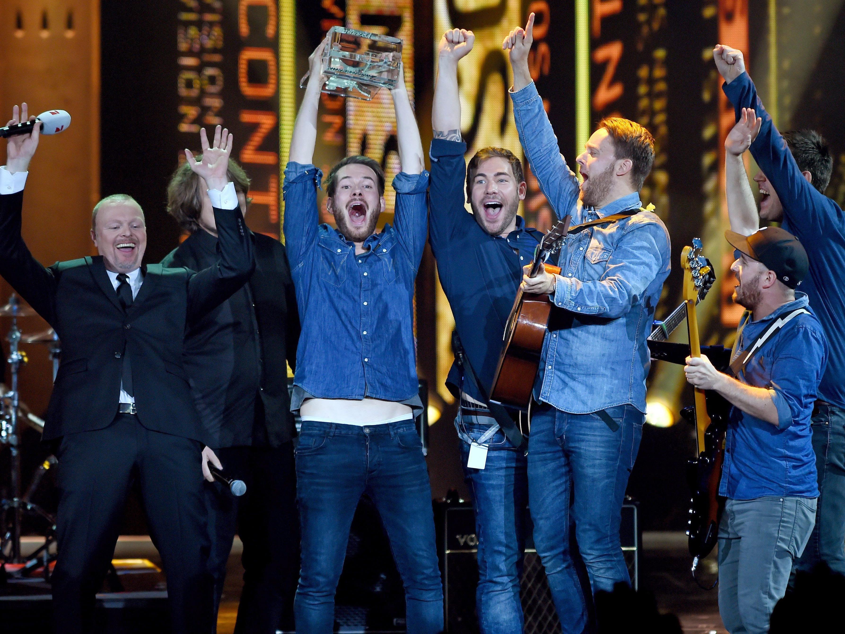 """Revolverheld sind die Gewinner des """"Bundesvision Song Contest""""."""