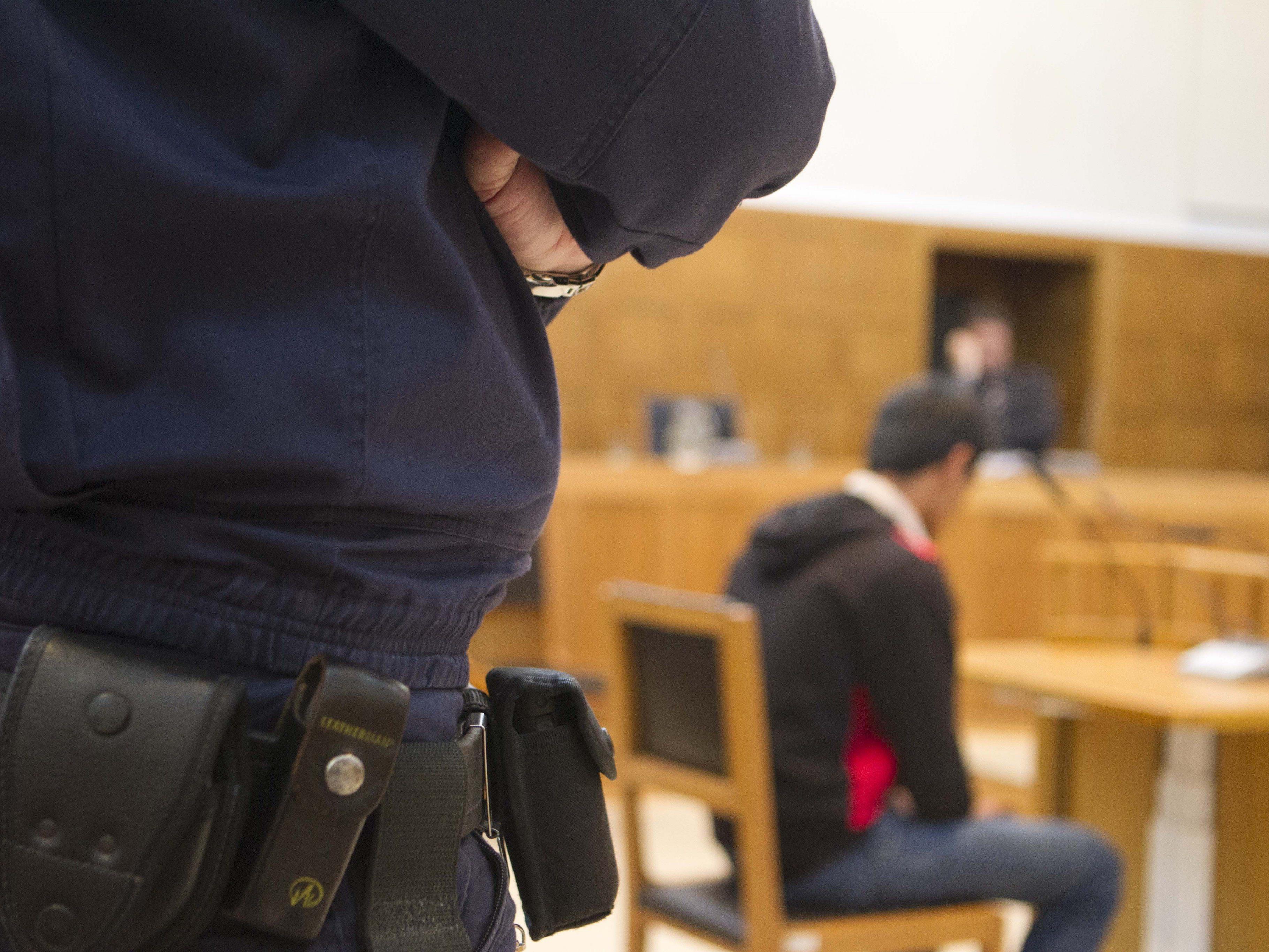 Der 19-jährige Asylwerber musste heute auf der Anklagebank Platz nehmen.