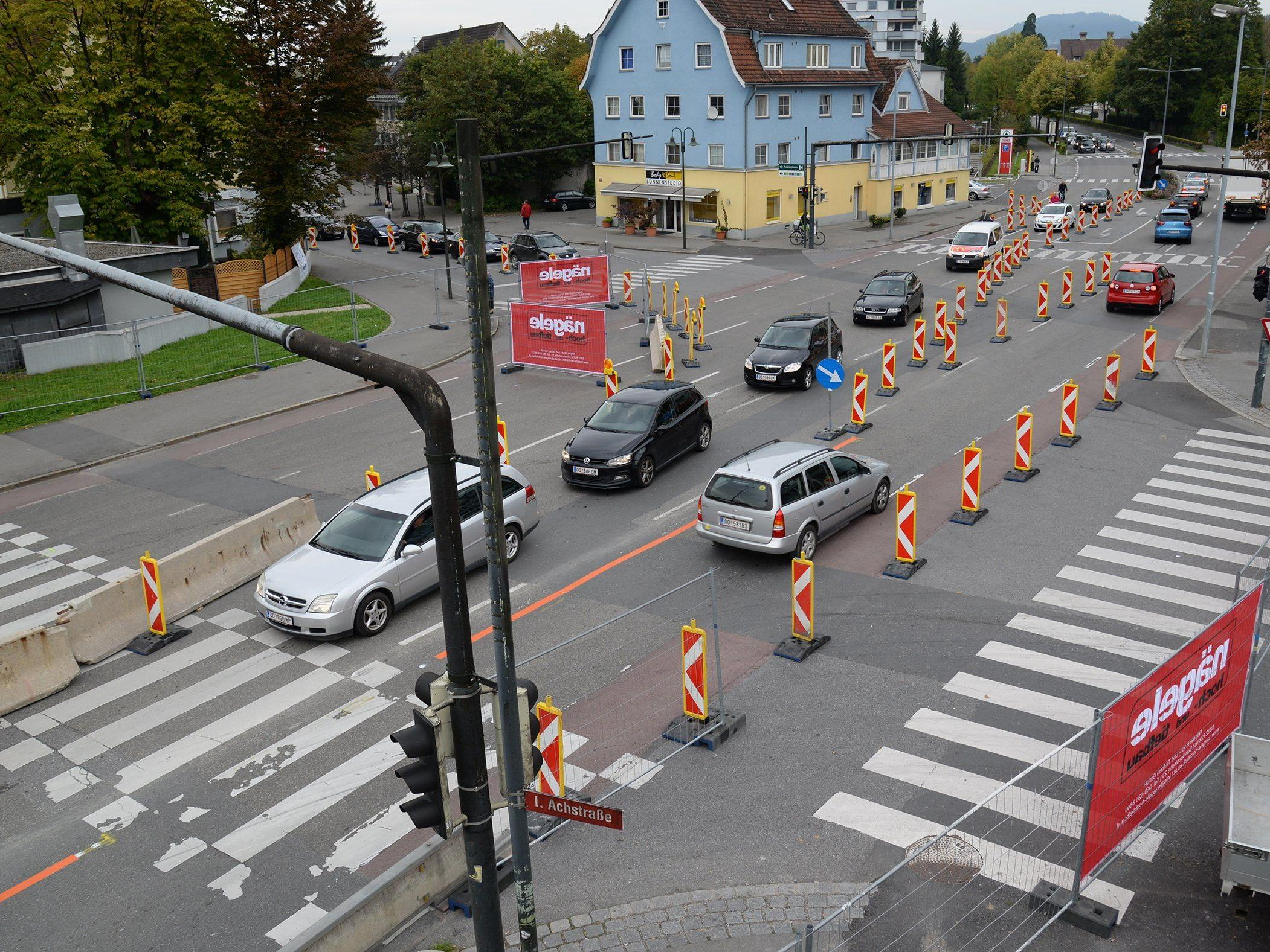 Seit Montag laufen die Sanierungsarbeiten an der Sägerbrücke.