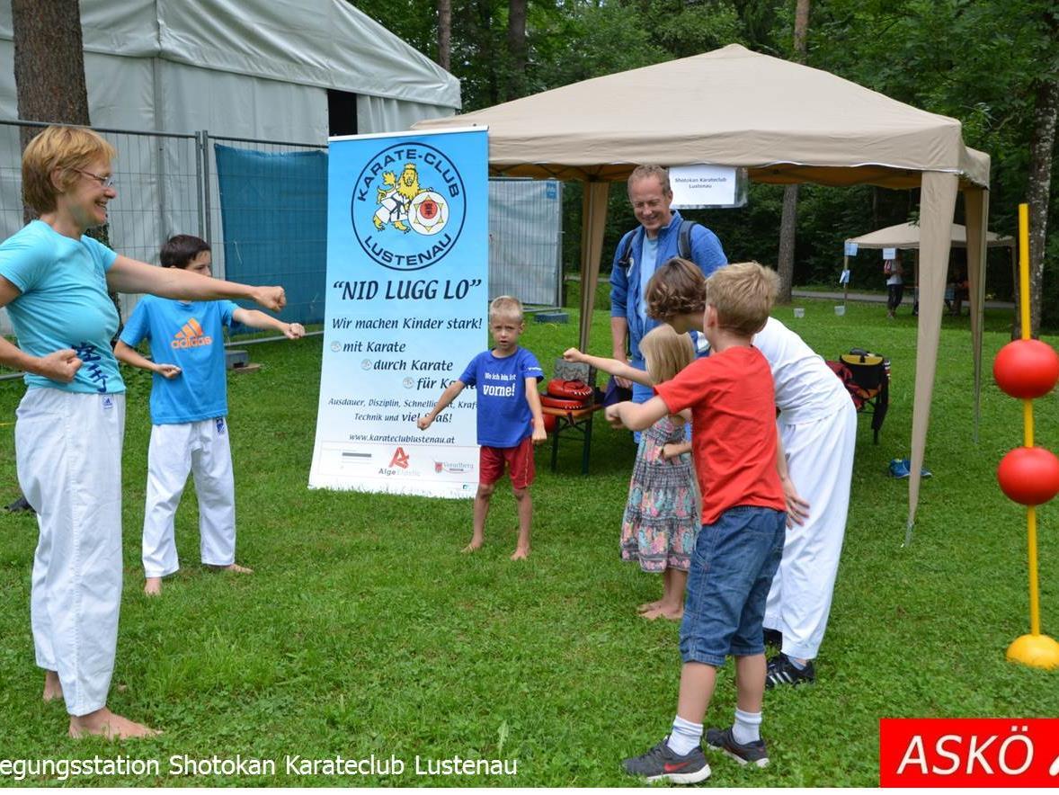 ASKÖ Sport- und Spielfest mit vielen Bewegungsstationen (hier: Shotokon Karate Club Lustenau)