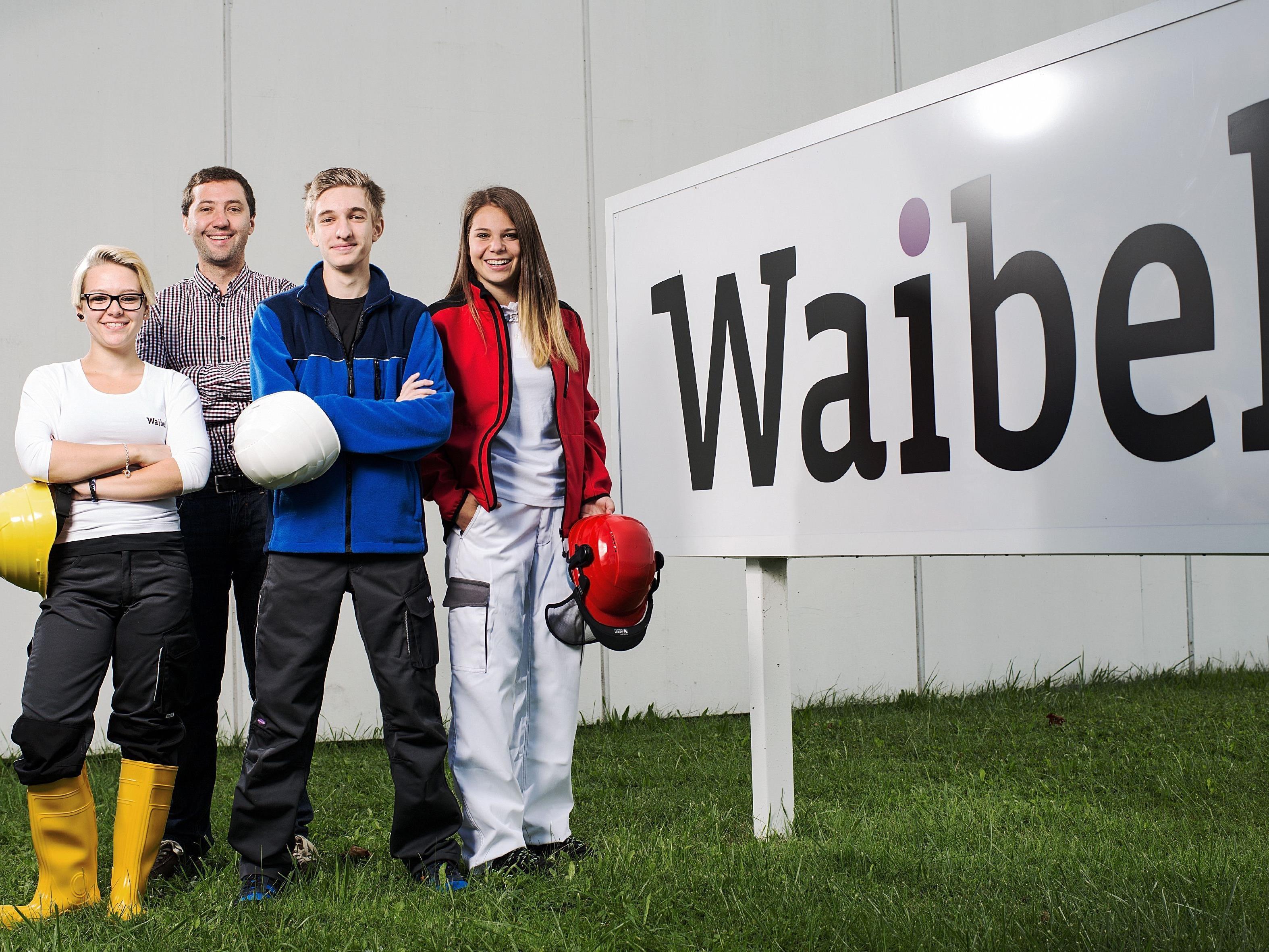 Geschäftsführer Richard Waibel ist für die Lehrlingsausbildung im Familienbetrieb verantwortlich. Von links nach rechts: Melissa Peter, Richard Waibel, Fabio Venier und Katharina Schatzmann.