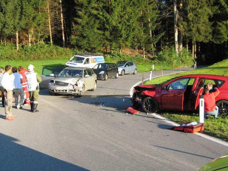 Pkw gegen Pkw: Kollision in Alberschwende fordert vier Leichtverletzte.