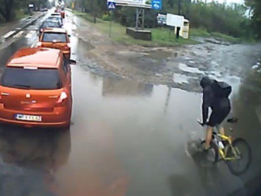 Unangenehme Überraschung für diesen Radfahrer.