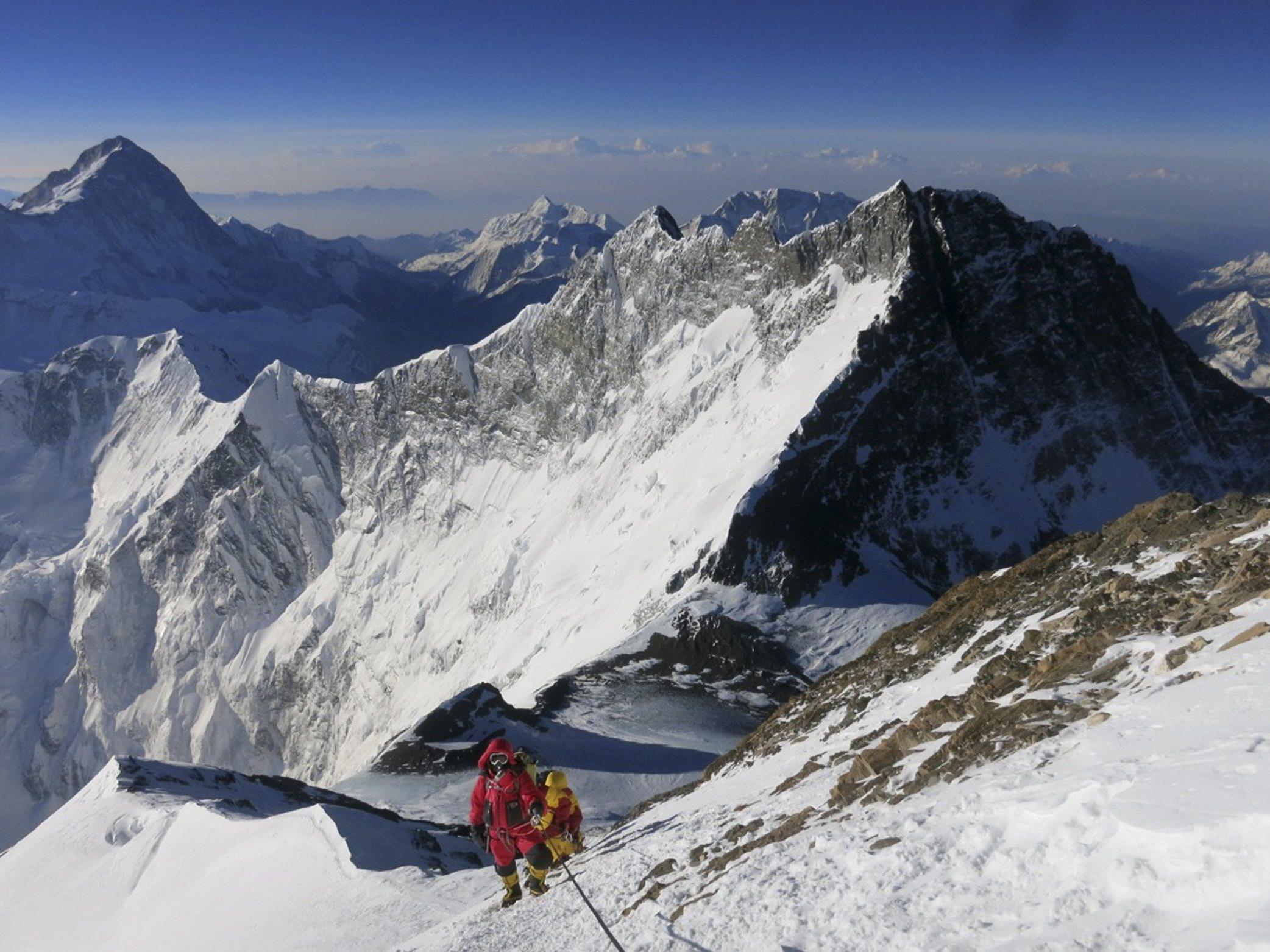 Im Himalaya sind zwei Bergsteiger von einer Lawine getötet worden