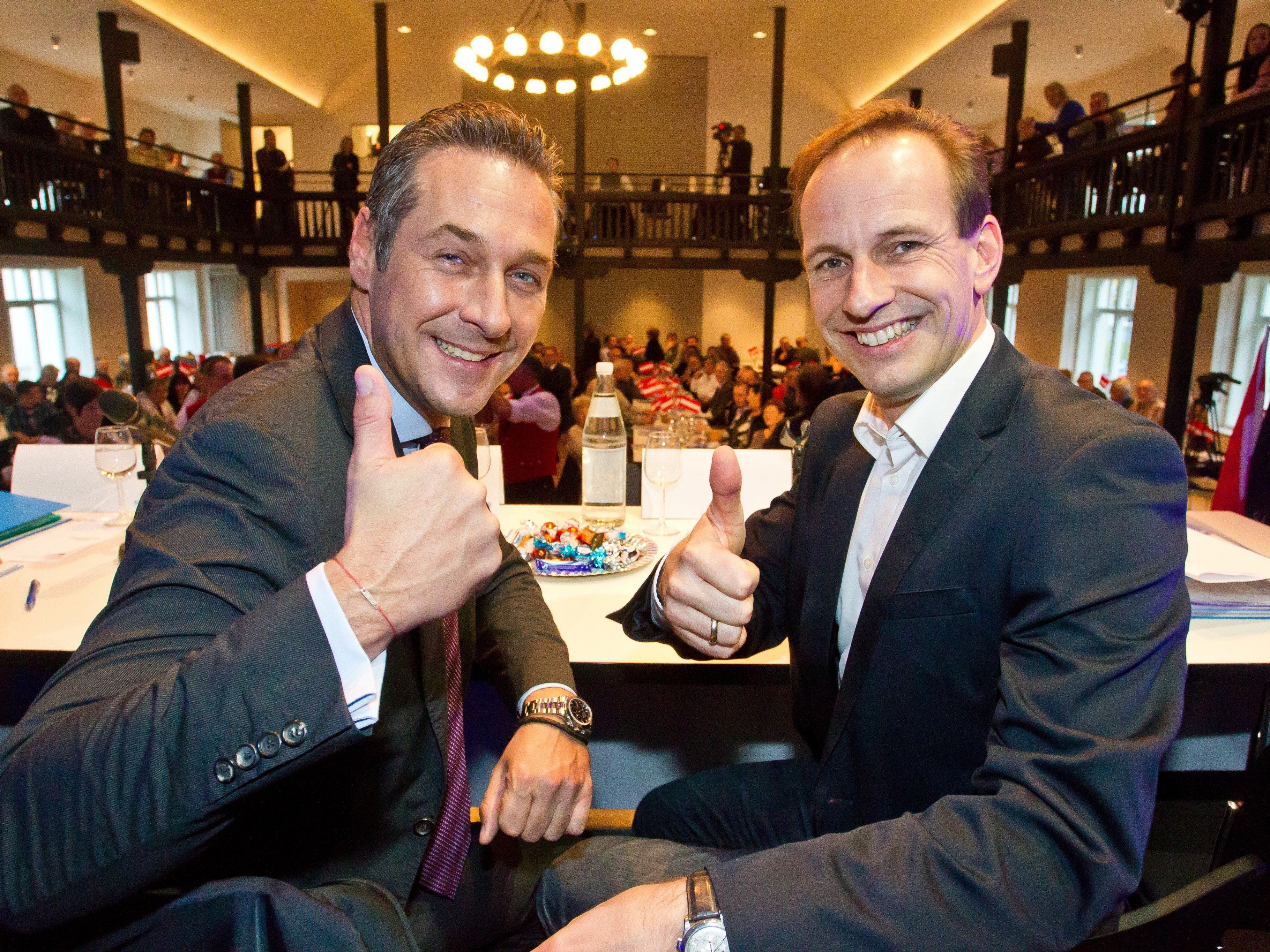 HC Strache und Dieter Egger - unser Archivbild zeigt sie beim Parteitag.