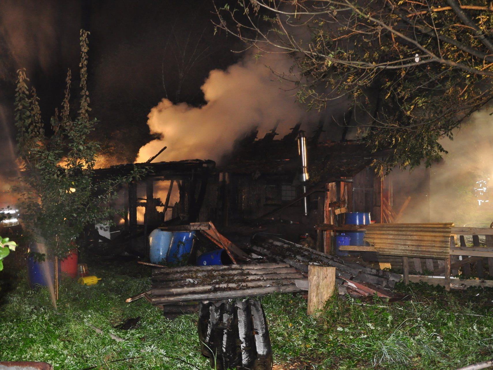 Hohenemser Riedhütte bei Brand komplett zerstört.