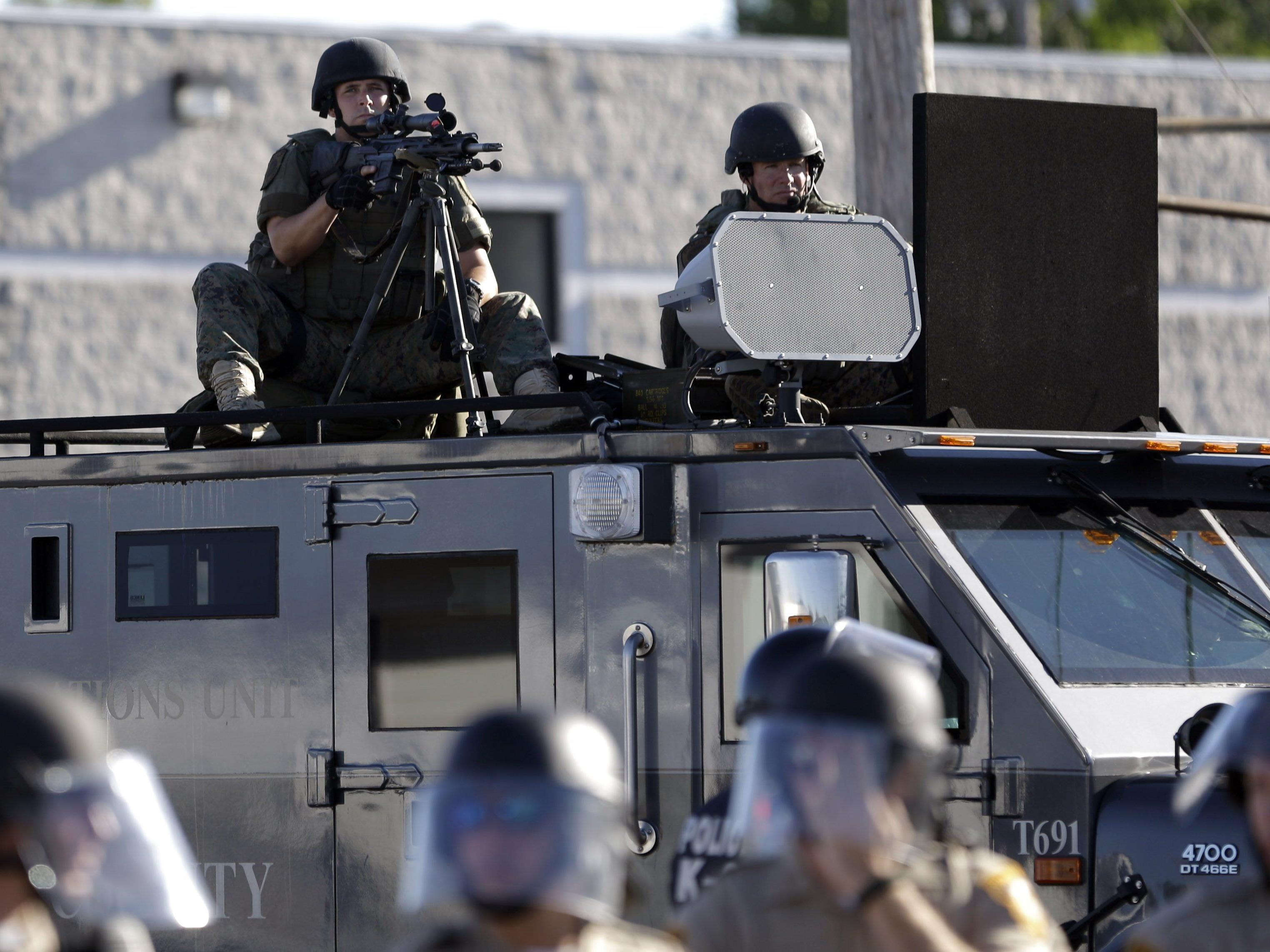 Einsätze wie dieser in Ferguson lösten heftige Kritik an der Polizei aus.
