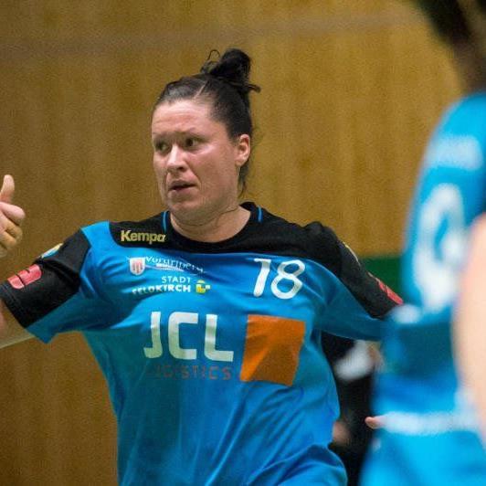 Feldkirchs Handballdamen verloren gegen den Rekordmeister.