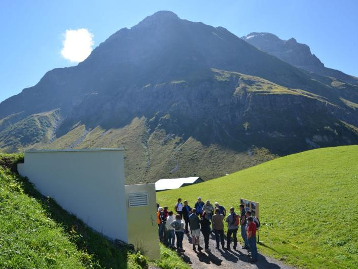 """Im Rahmen der Eröffnung konnte auch die Quellfassung """"am Stein"""" besichtigt werden."""