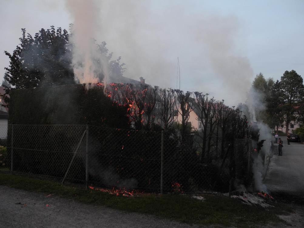 Brand musste von der Feuerwehr gelöscht werden