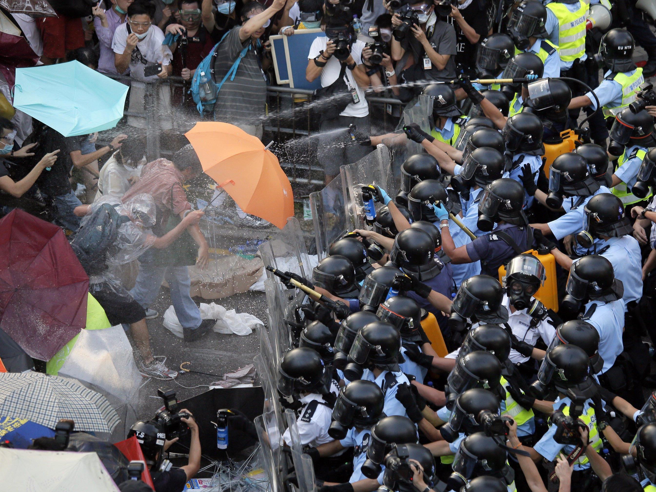 """Studentenvereinigung droht mit Streik ab Donnerstag - Peking: """"Illegale Versammlung""""."""
